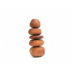 """""""Pietre"""" in legno impilate che sfidano la gravità gioco di equilibrio"""