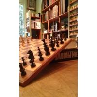 Scacchiera e scacchi in legno da carrozza vintage